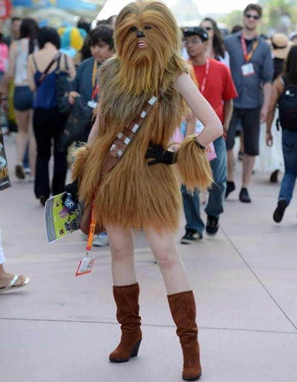 Happy Birthday Stefan (Walkie)!!! - Page 2 Sexy-female-chewbacca-cosplay