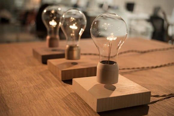 Post image for Flyte – Levitating Light Bulb