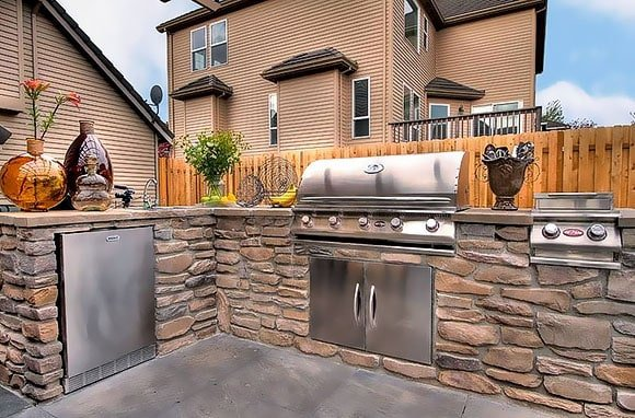 Post image for 4 Reasons to Tell Yourself Why you Need an Outdoor Kitchen